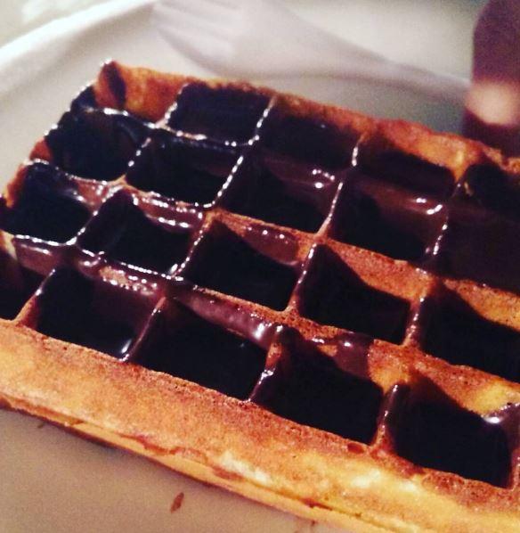 best-desserts-delhi-waffle