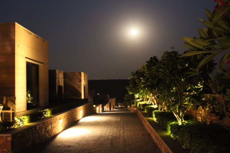 resort-near-delhi-the-lalit-mangar-12